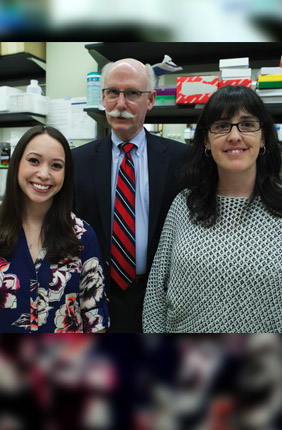 Illinios alumnus and former manager of Ecolab Scott Fisher (center) with graduate student Samantha Zambuto (left) and Research Scientist Sara Pedron Haba
