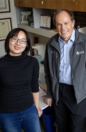 Postdoctoral Researcher Yu Wang (left) and Ikenberry Endowed Professor Stephen Long (right)