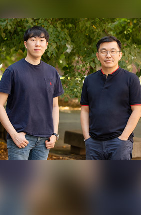 Postdoctoral researcher Byoungsoo Kim and professor Hyunjoon Kong led a team that developed an octopus-inspired device for transferring fragile, thin sheets of tissue or flexible electronics.