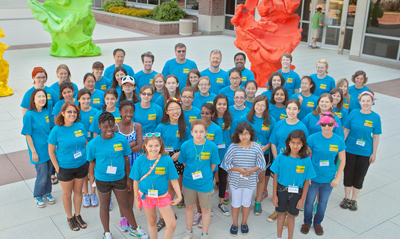 Campers from the second year of Pollen Power! gather in front of the Institute for Genomic Biology.