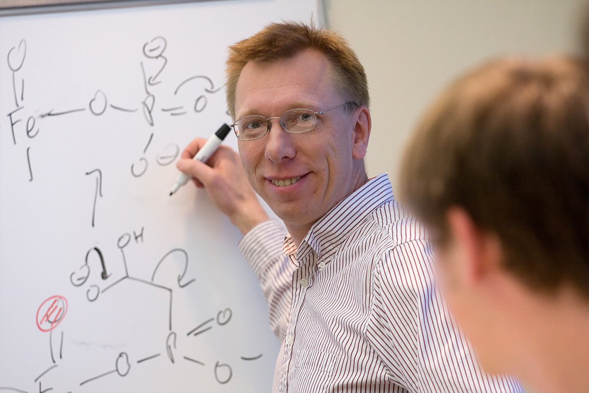 Chemistry professor Wilfred van der Donk and his colleagues developed a new method for generating large libraries of unique cyclic compounds.  Chemistry professor Wilfred van der Donk and his colleagues developed a new method for generating large libraries of unique cyclic compounds.