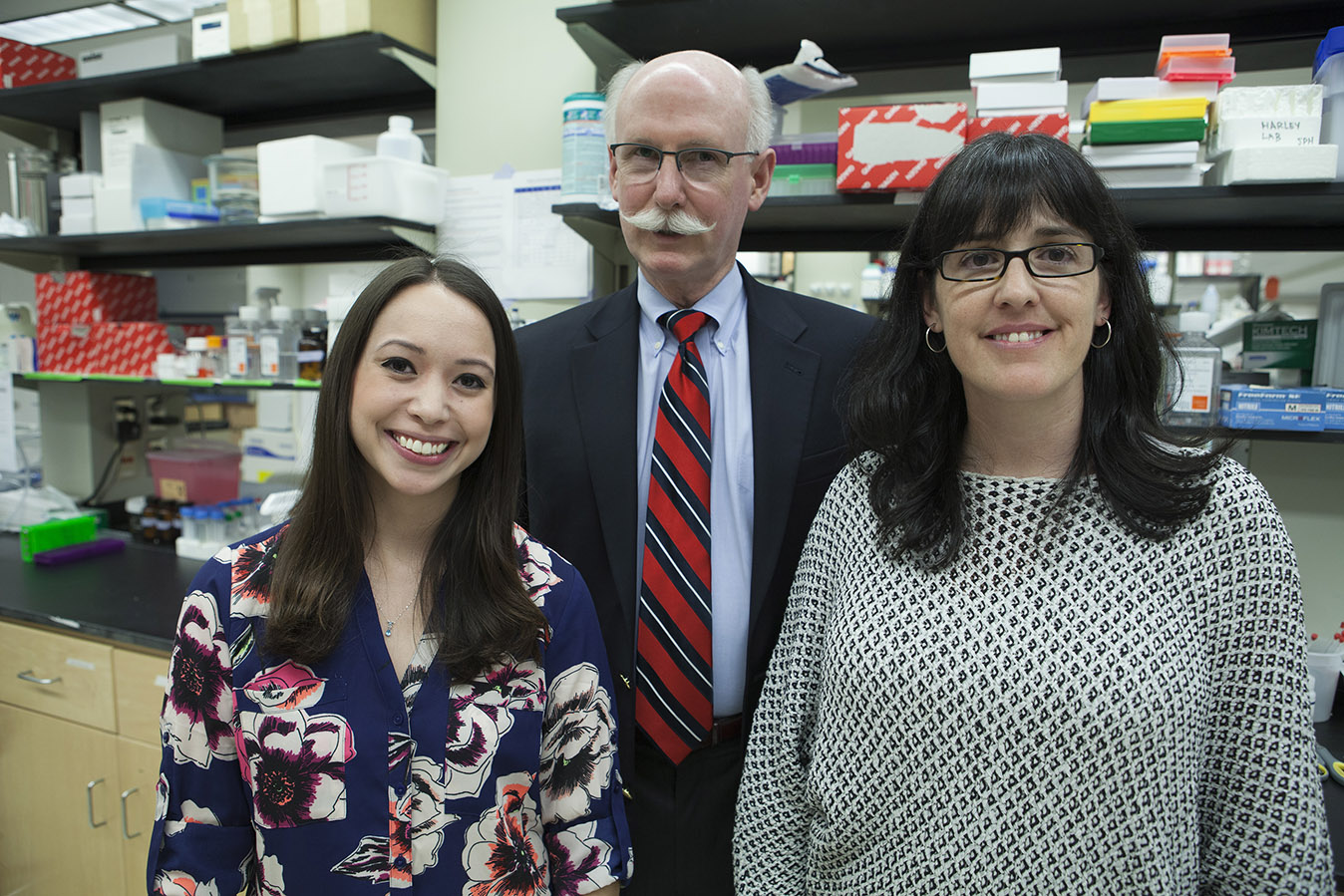 Illinios alumnus and former manager of Ecolab Scott Fisher (center) with PhD student Samantha Zambuto (left) and Research Assistant Professor Sara Pedron Haba (right)